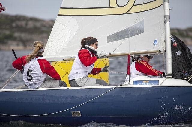 sailboats-696078_640